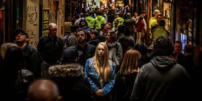 Mehr als jede zweite Frau in Deutschland fühlt sich unsicher-Umfrage